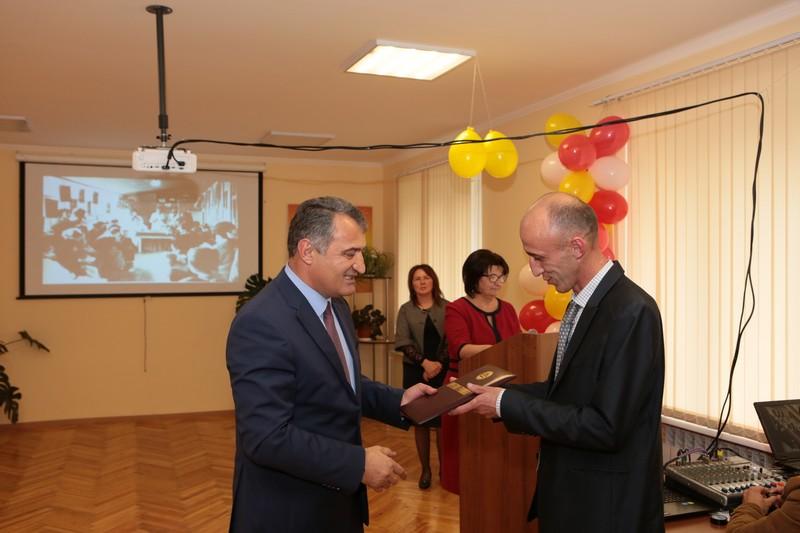 Анатолий Бибилов наградил РСЮН Почетной грамотой Республики Южная Осетия