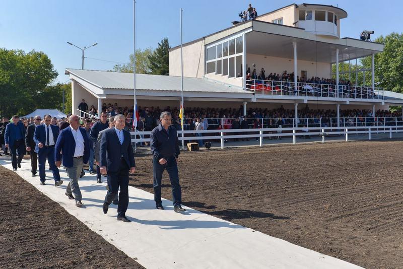 Анатолий Бибилов принял участие в открытии ипподрома в Беслане