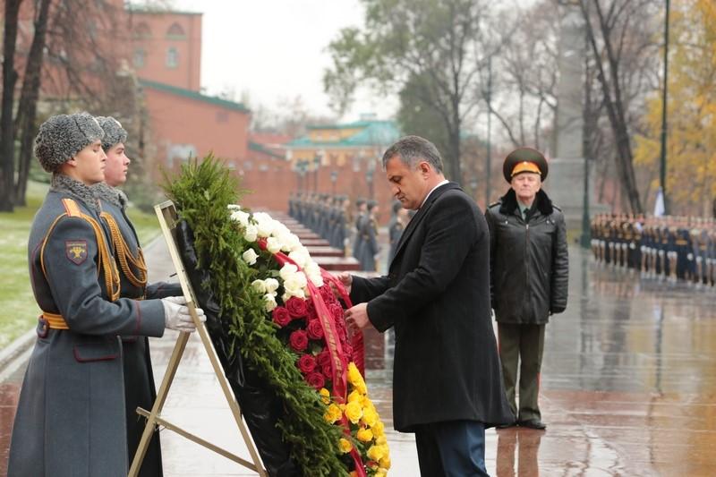 ВКремле подтвердили встречу В. Путина и руководителя Южной Осетии 14ноября