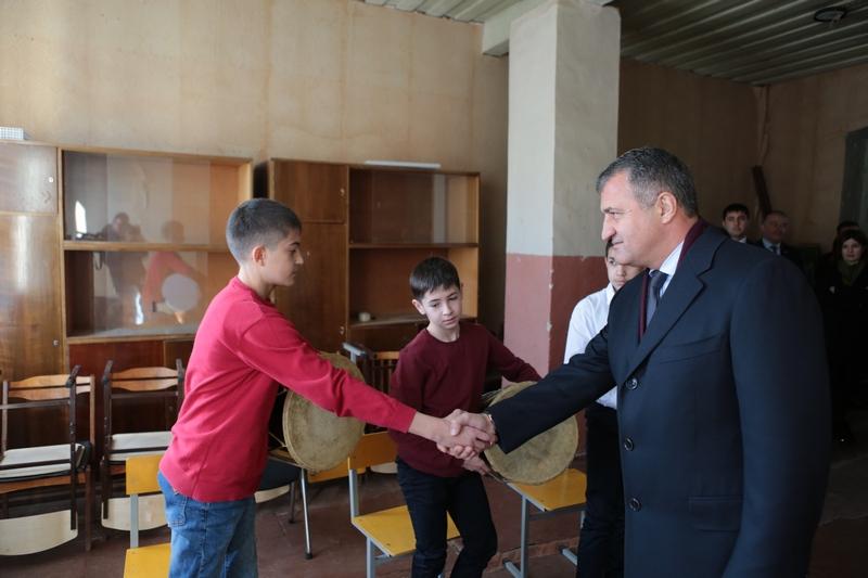 Анатолий Бибилов осмотрел аварийные помещения музыкальной школы №2