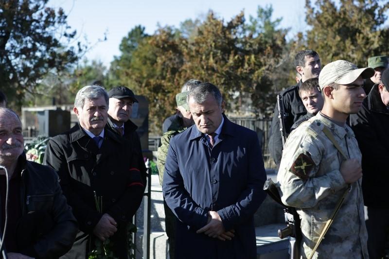 Церемония перезахоронения останков героя Осетии Вилена Чибирова