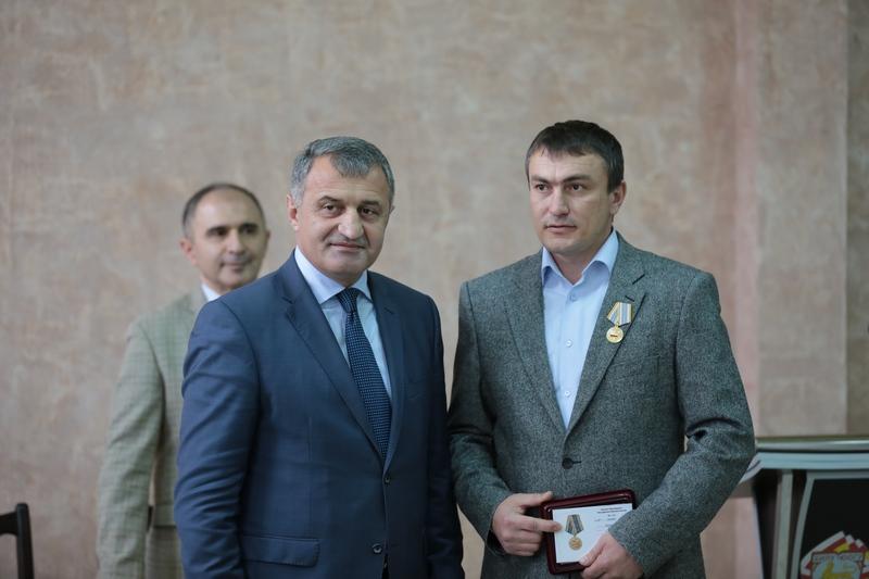Церемония вручения государственных наград сотрудникам ЮОГУ им. А. Тибилова