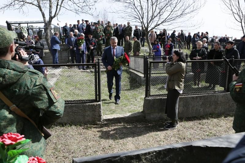 Анатолий Бибилов почтил память жертв Ередской трагедии