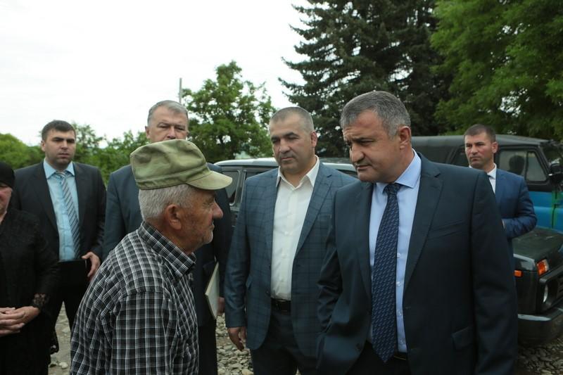 Анатолий Бибилов совершил рабочую поездку в Знаурский район
