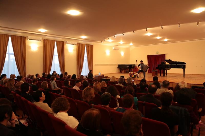 Анатолий Бибилов посетил концерт классической музыки в Цхинвальском музыкальном училище