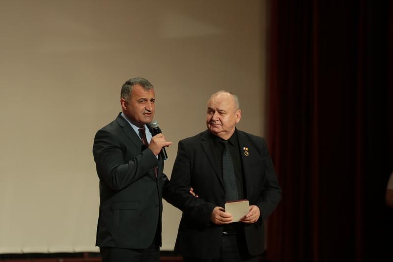 Анатолий Бибилов поздравил коллектив Государственного академического ансамбля танца «Алан» с 80-летним юбилеем