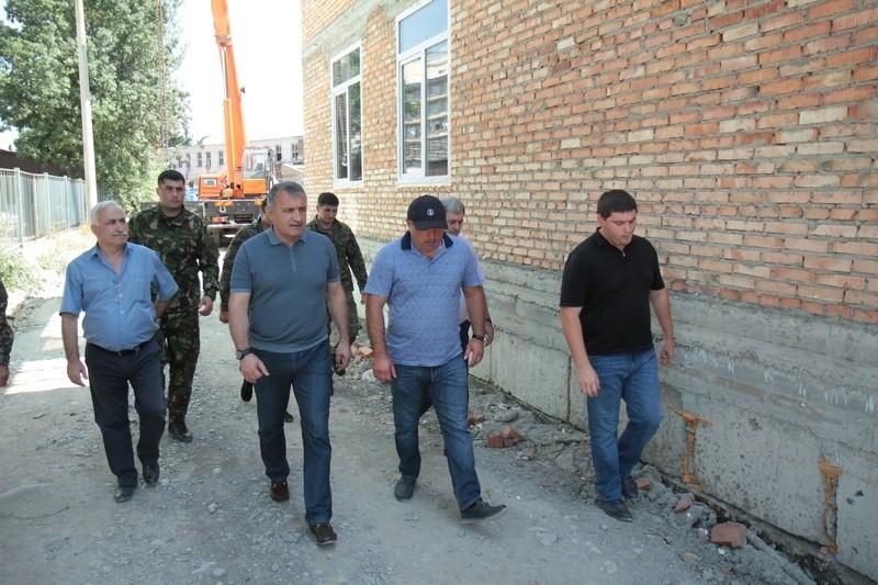 Анатолий Бибилов совершил инспекционную поездку по строящимся объектам