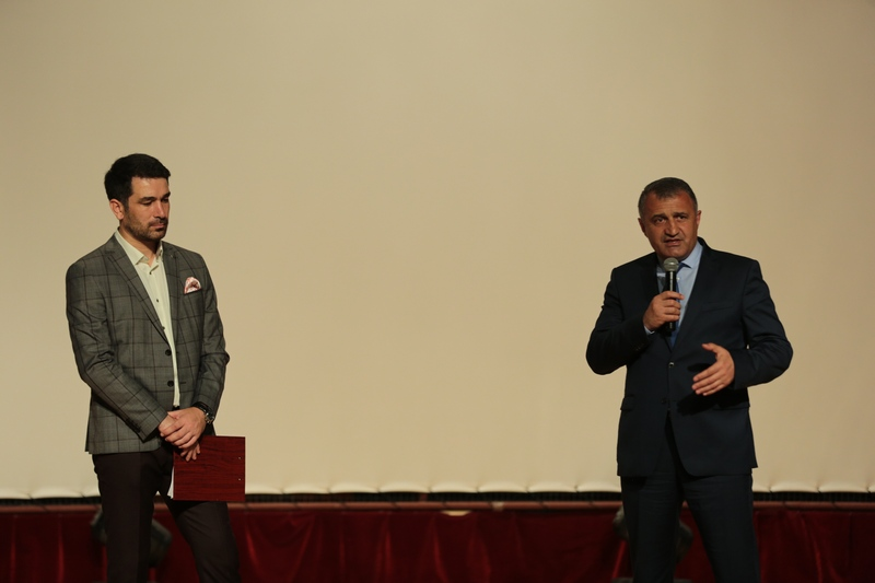 Анатолий Бибилов посетил благотворительный концерт в поддержку Миланы Джагаевой