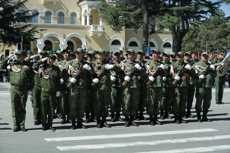 Военный парад в честь празднования 28-й годовщины Республики Южная Осетия
