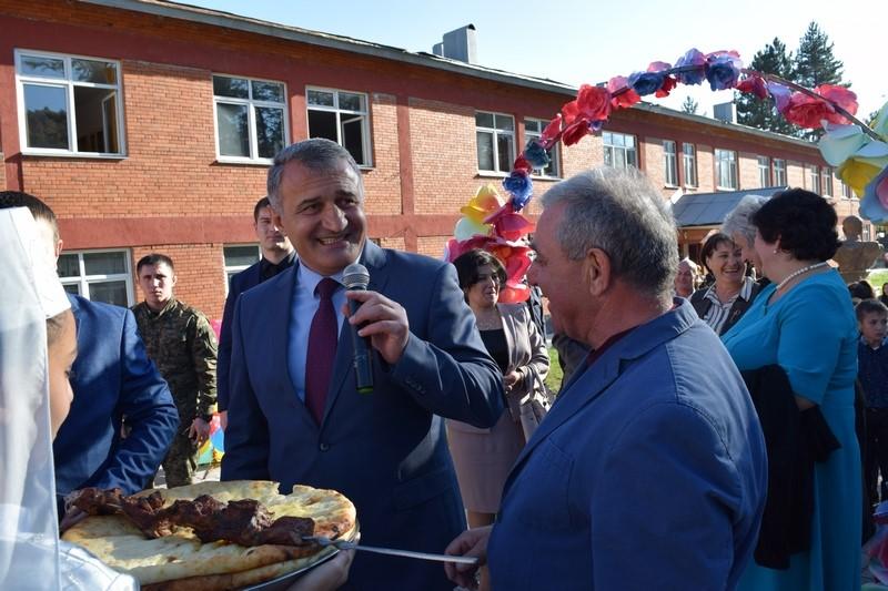 Анатолий Бибилов принял участие в церемонии открытия Дворца детского творчества в поселке Дзау