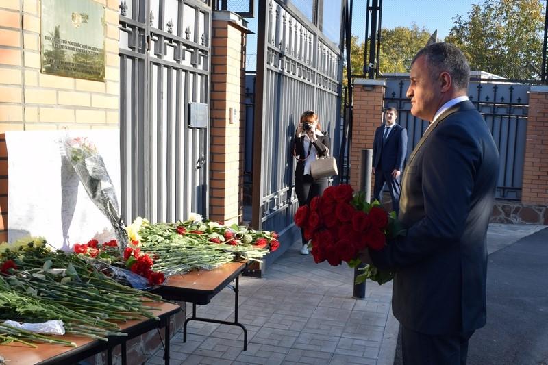 Анатолий Бибилов почтил память жертв трагедии в Керчи