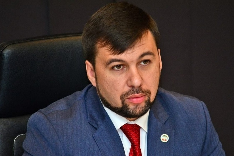 Анатолий Бибилов поздравил Дениса Пушилина с избранием на пост Главы Донецкой Народной Республики
