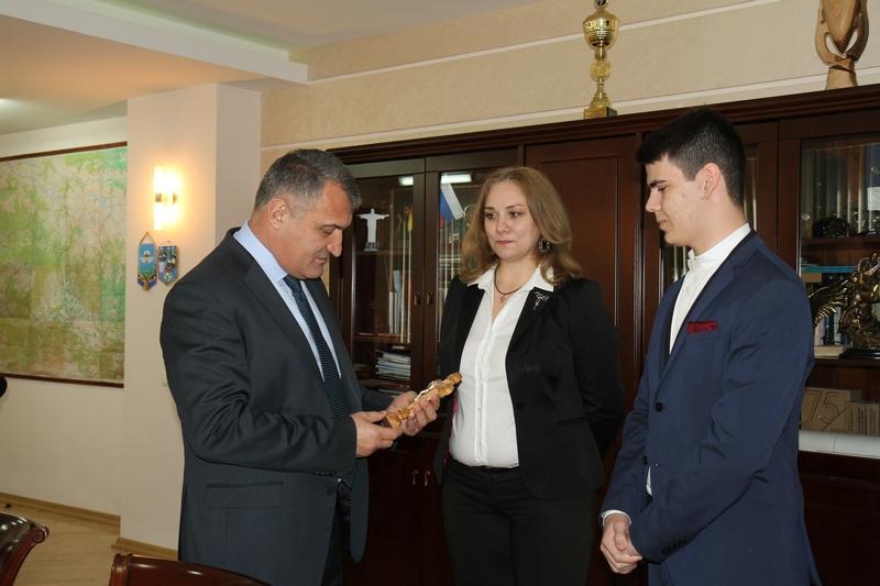 Анатолий Бибилов: «Нет сомнения, что ты будешь радовать нас своими достижениями»